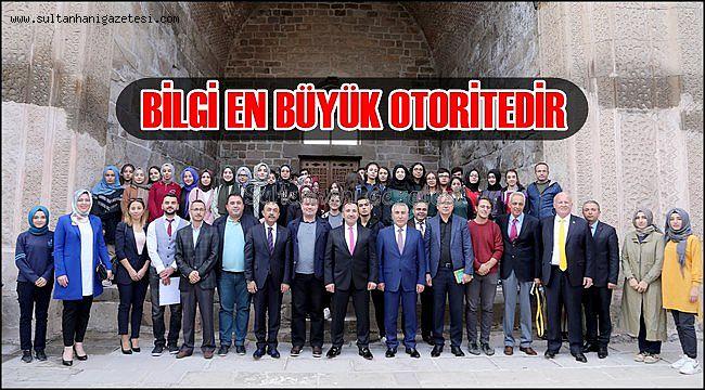 """AKSARAY VALİSİ ALİ MANTI """"BİLGİ EN BÜYÜK OTORİTEDİR"""""""