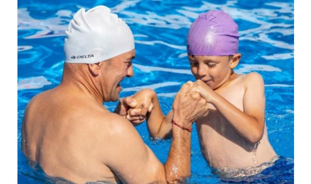 """Soyer: """"Çocuklarımızı yüzme sporuyla da, havuzla da, denizle de buluşturacağız"""""""